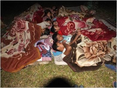 Séisme, les enfants dorment par terre
